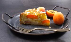 Gâteau fondant aux amandes et aux abricots
