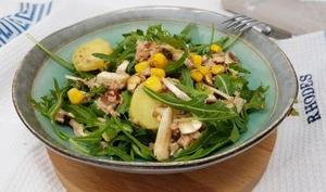 Salade pommes de terre, maïs et roquette
