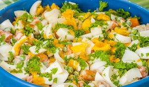 Salade de légumes, sauce yaourt