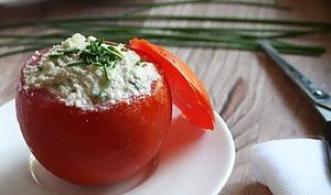 Tomates farcies à la crème de courge-concombre