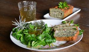Cake à la farine de lentilles vertes, aux bettes et aux lardons
