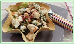 Salade tiède en corolle croustillante