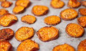 Chips maison de patates douces au four
