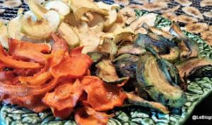 Légumes déshydratés: oignon, betterave, chou kale, courgette, avocat et carottes /Chips de légumes