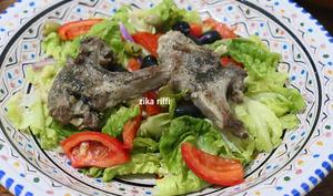Salade d'été aux côtelettes