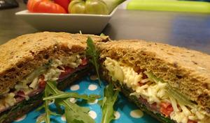 Sandwich roquette jambon tomates
