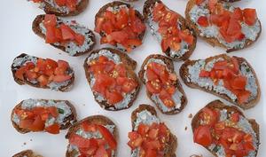 Tartinades de fromage de chèvre poivron tomates