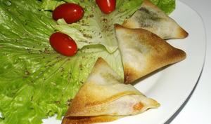Samoussa thon, tomate et pesto de plantain