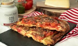 Tarte à la tomate, pesto et cantal