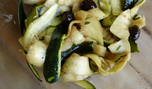 Salade de courgette crue au citron et à la menthe