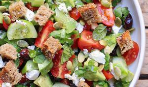Panzanella comme une salade grecque