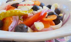 Salade tomates fenouil carottes et olives noires
