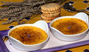 Crèmes brûlées aux fleurs de lavande