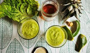 Smoothie tropical chou vert, ananas, mangue et gingembre