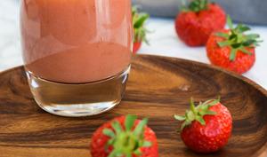 Smoothie aux fraises, pomme et poire