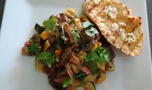 Poêlée de courgettes, champignons et lardons avec sauce moutarde et miel