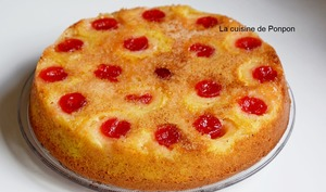 Gâteau yaourt aux petites pêches et cerises confites