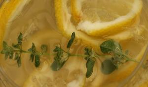Eau détox citron thym