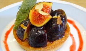 Tartelettes sablées aux figues de Solliès et crème d'amande, coulis de figues