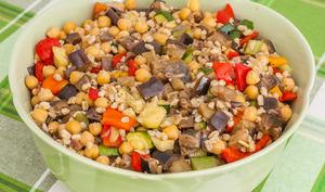 Salade de blé aux pois chiches et légumes