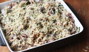 Gratin de pâtes au boeuf, courgettes et champignons