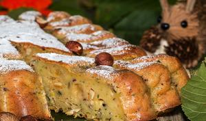 Gâteau de courgettes aux noisettes et oranges confites