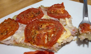 La tarte fine à la tomate et pâte de pommes de terre