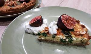 Quiche en fond de quinoa au chou kale et figues