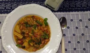 Soupe sarde aux pommes de terre, fromage et haricots borlotti