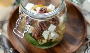 Salade de quinoa, feta et épinard