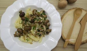 Pâtes aux champignons de Paris et chèvre frais