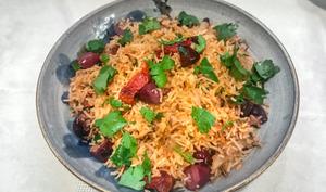 Riz sauté aux olives et aux tomates séchées