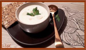 Velouté de chou-fleur à la crème de roquefort