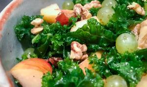 Salade automnale de kale aux noix
