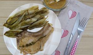 Côtes de porc moelleuses aux endives braisées et sauce au poivre