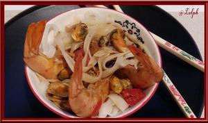 Nouilles de riz aux gambas et moules