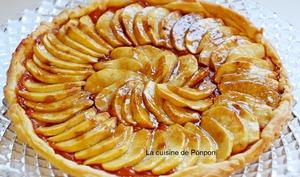 Tarte feuilletée aux pommes sur un lit de compote citrouille et gingembre