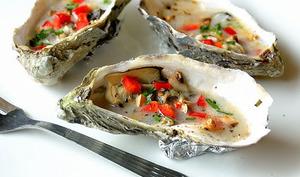 Huîtres chaudes aux champignons, poivron rouge et lait de coco
