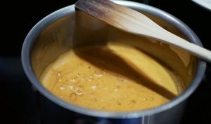 Sauce à la crème, au paprika et au piment fumé.