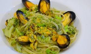 Lunguine aux brocolis, moules, piment d'Espelette et citron
