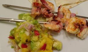 Brochettes de crevettes avec salsa de mangue
