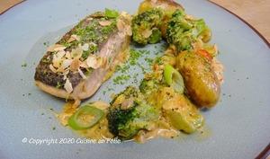 Saumon sauce armoricaine, pommes de terre rôties et brocoli