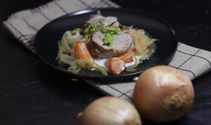 Filet mignon aux oignons et carottes à la crème