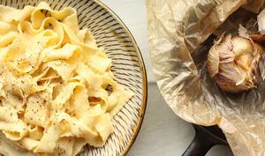 Pâtes au miso blanc et à l'ail rôti