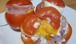 Les œufs en cocotte de tomates au jambon cru
