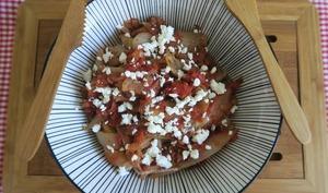 Poêlée d'endives à la pulpe de tomates feta et épices cajun