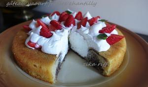 Gâteau au yaourt confiture de figues chantilly et fraises