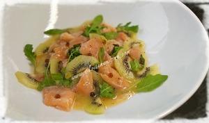 Salade de saumon mariné à l'orange et kiwis