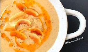 Soupe de chou-fleur rôti et noix de coco