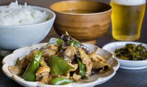 Sauté de porc, aubergines et poivrons verts sauce miso piquante